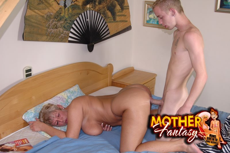 mom and sis massage son